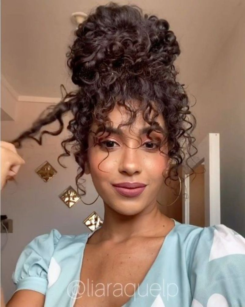 29-Best-Loose-Curly-Hairstyles-2021-10