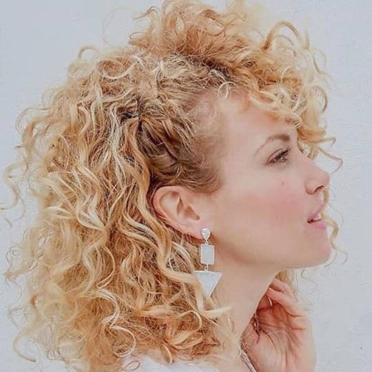 curly-haircuts-styles-side-twist